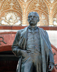 Henry Flagler Statue in front of Flagler College